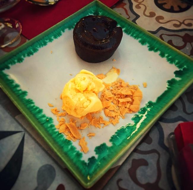 tolles Dessert in der gehobenen Gastronomie. Prädestiniert für einen guten Kaffeeservice, gerade in der Sterneküche