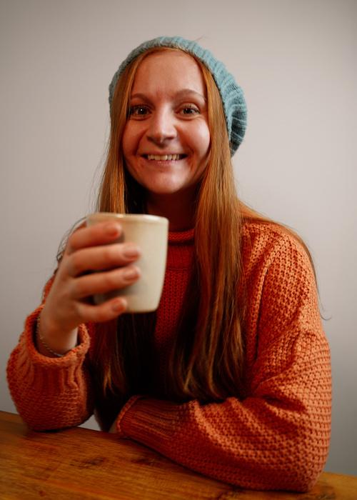 Das ist Julia, sie betreibt einen Kaffee Blog, mit Geschichten zum Kaffee, um das Thema aus der Coffee Bubble zu holen.